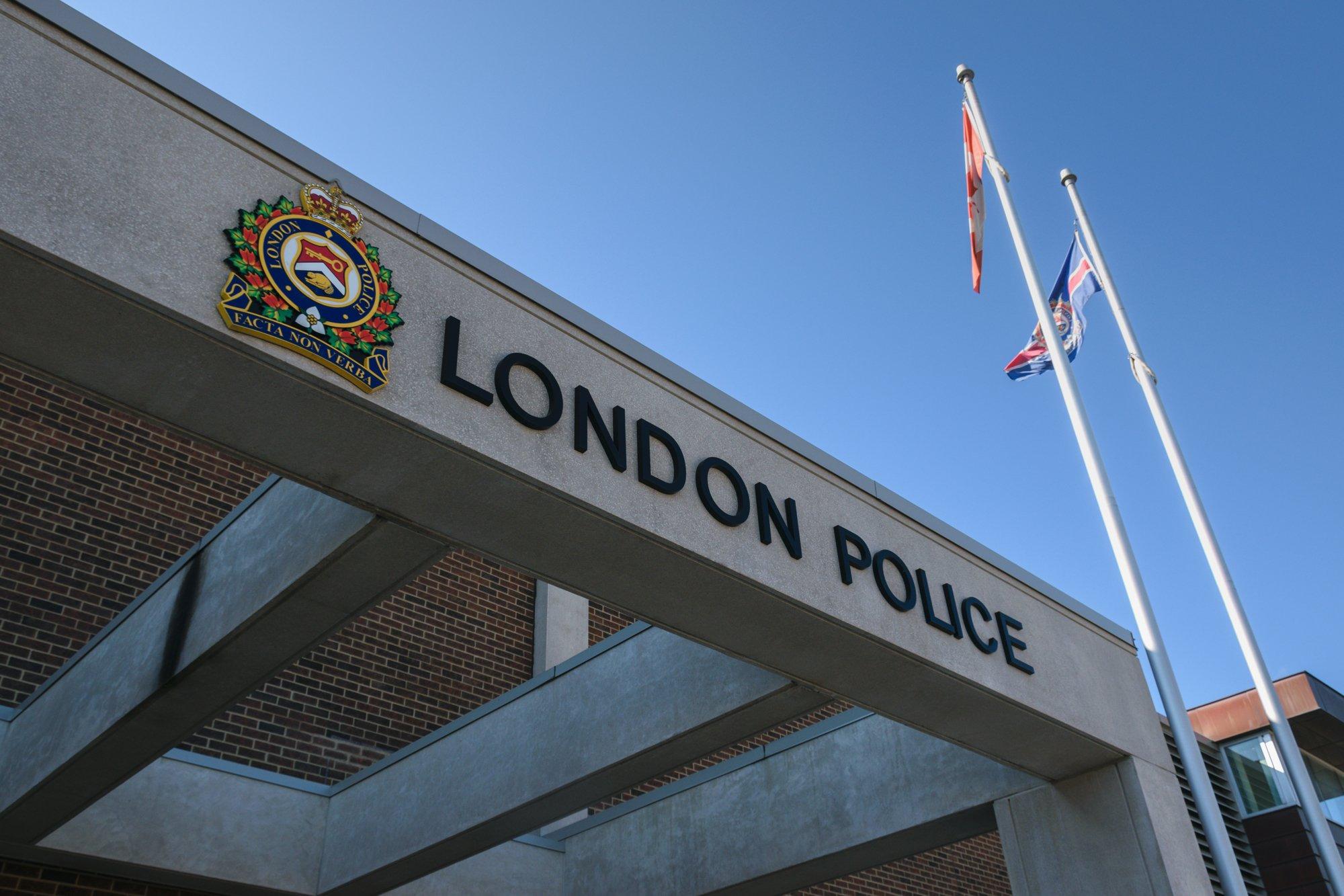 Coronavirus: London police close headquarters to the public