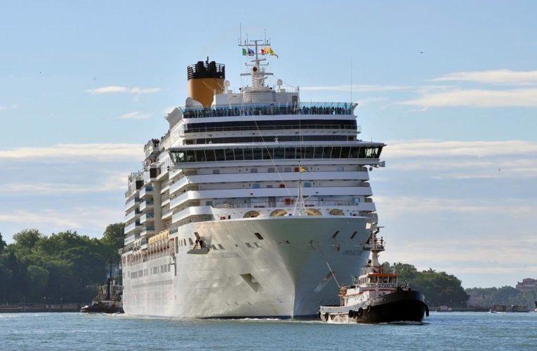 Coronavirus: 75 cruise ship workers return to Canada, minister says