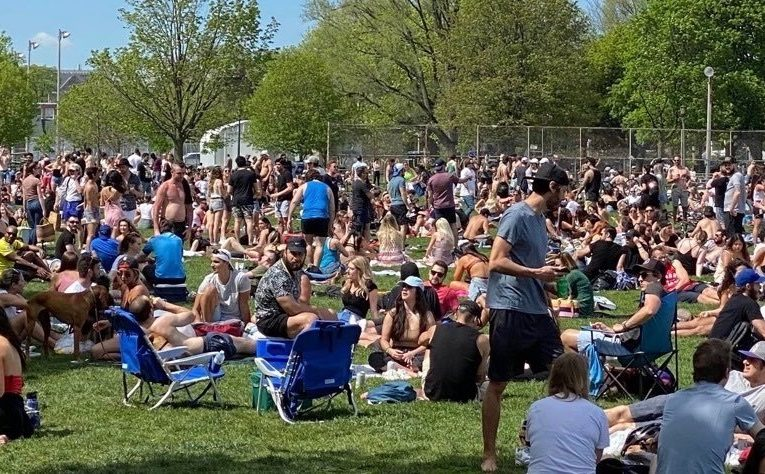 'Selfish and dangerous': Officials disappointed after thousands crowd Toronto park