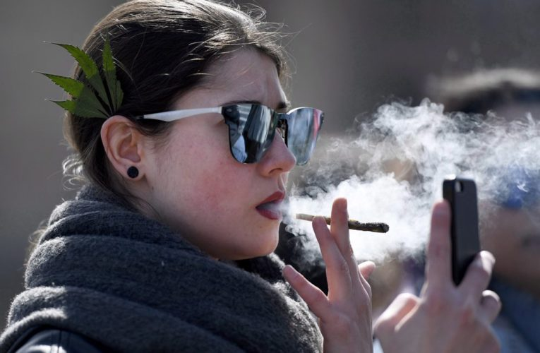 Many Canadians turned to weed as coronavirus arrived. Here's how to tell if that's a problem
