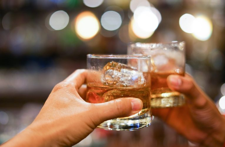 Adults should limit themselves to 1 alcoholic drink per day, experts say