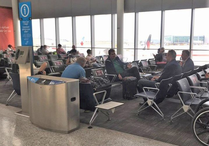 Andrew Scheer, Brian Pallister spotted without masks on at Pearson International Airport