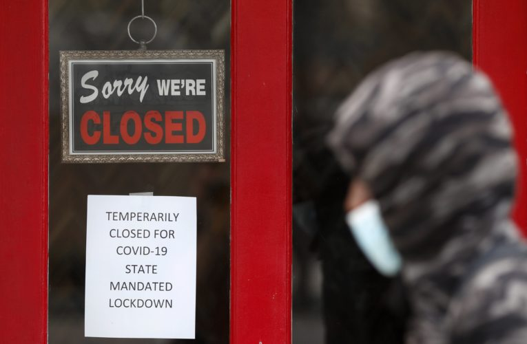 Coronavirus: U.S. layoffs remain at high level amid spike in cases