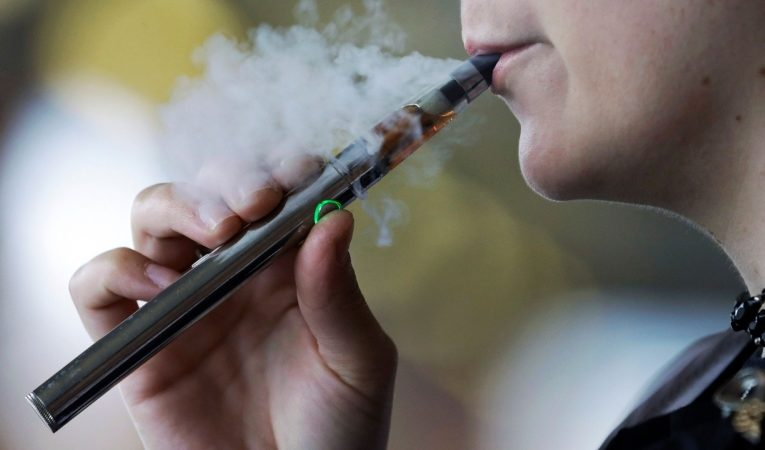 New vaping rules regulating sale of flavours in effect this week in Ontario