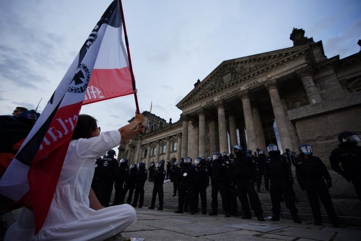 Far-right protesters rally against coronavirus measures, try to storm German parliament