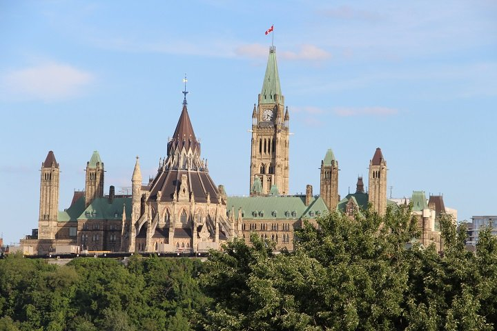 Security officer on Parliament Hill tests positive for coronavirus