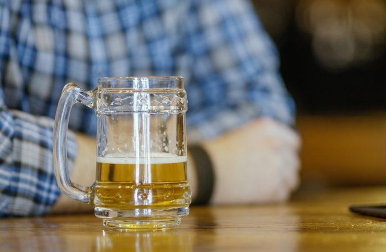 Sherbrooke police crack down on patrons flouting coronavirus rules at 2 bars