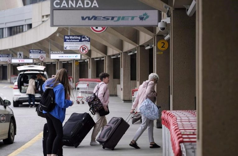 Expedited COVID-19 testing now available at Calgary airport, Coutts border crossing