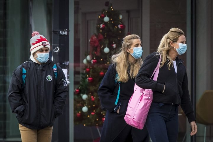 How risky is going home for the holidays amid coronavirus? There's a tool for that