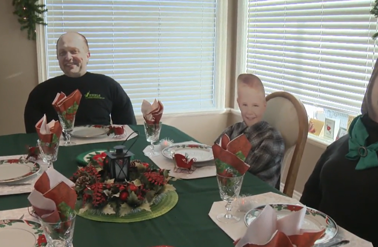 B.C. woman turns to mannequins with family's faces for COVID Christmas dinner
