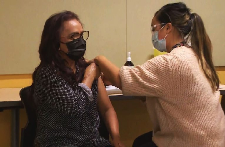 Long-term care worker is the first person in B.C. to receive COVID-19 vaccine