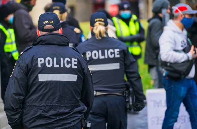 Montreal police hand out 34 fines over the holidays for COVID-19 violations