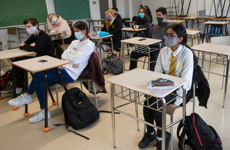 Coronavirus: Quebec to cover cost of recovering and recycling disposable masks from high schools