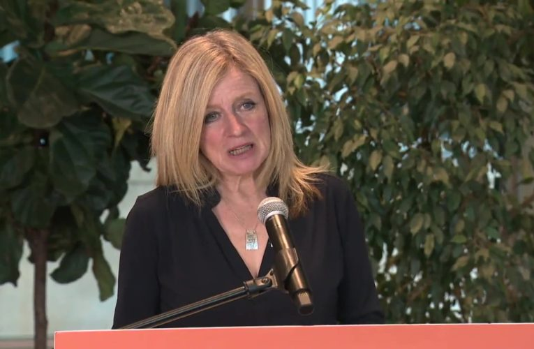 Notley blasts Kenney for lifting health restrictions as new COVID-19 variants arrive in Alberta