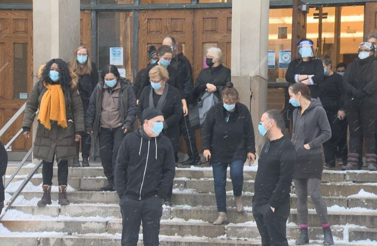 'We're on the brink of a catastrophe': Quebec teachers protest reopening schools amid pandemic
