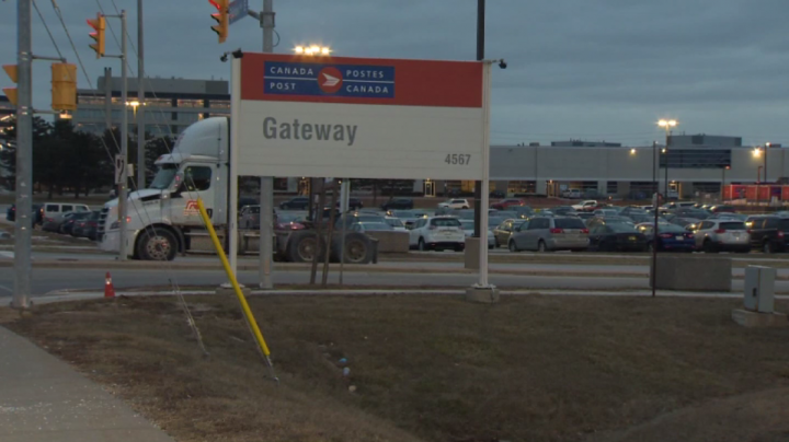 Mississauga Canada Post worksite hit by COVID-19 outbreak excluded from provincial inspections