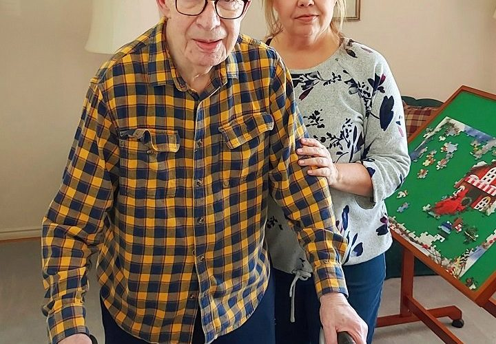 Ontario doctors, caregivers push for in-home COVID-19 vaccinations for housebound seniors