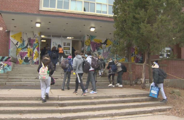 Montreal school boards take a staggered approach as senior grades return to class in red zones