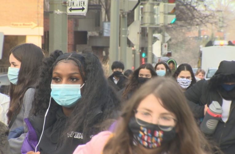 Opposition grows to Quebec's return to class in pandemic red zones