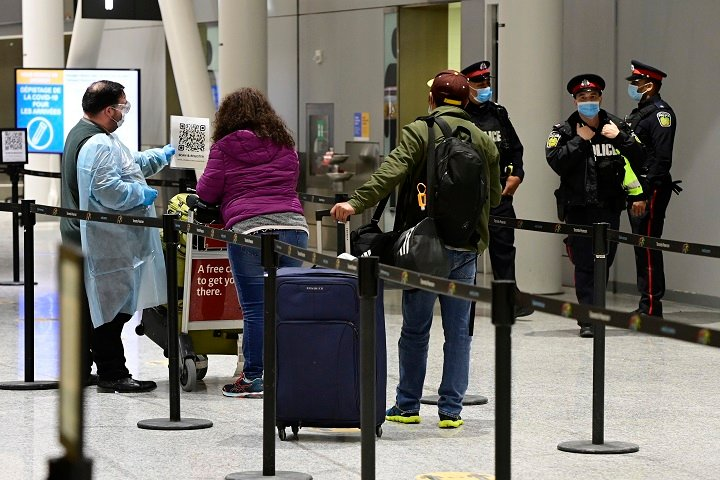 Canadians avoiding COVID-19 restrictions for air travellers fuel taxi boom on U.S. border