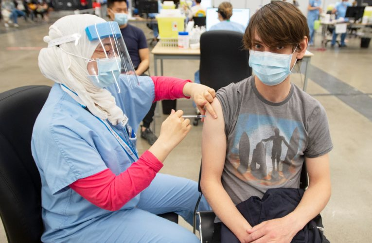 COVID-19: Young people give shot in arm as Quebec sets new vaccination record