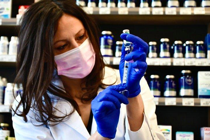 Health Canada extends expiration date of 'specific' AstraZeneca COVID-19 vaccine lots in Ontario