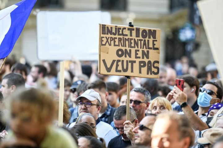 Thousands protest in France against COVID-19 vaccinations, passes