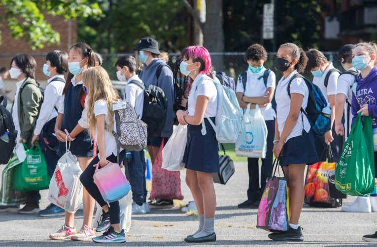 COVID-19: Excitement, anxiety as Montreal kids head back to school