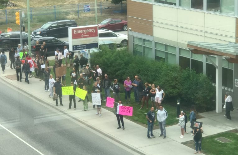 After huge protest at hospital, Kelowna, B.C. woman calls for rally in support of health workers