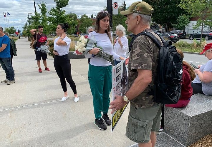 Small group of nurses protests against mandatory vaccines outside Montreal hospital