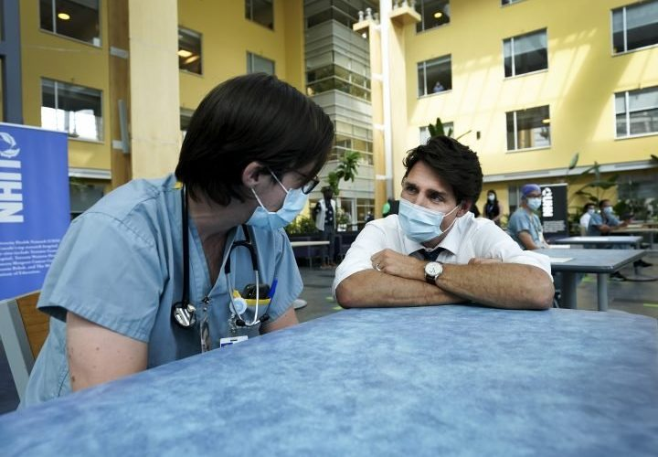Toronto health workers voice COVID-19 concerns during Trudeau's election stop