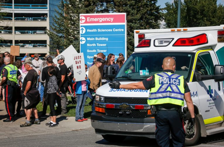 Trudeau, Singh want to criminalize protests that block hospitals. But can they?