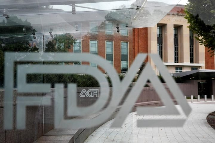 U.S. FDA advisors recommend COVID-19 boosters for seniors after rejecting wide approval