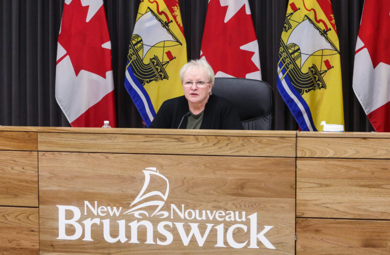 COVID-19: N.B. reports 5 more deaths as public service employees urged to get vaccinated