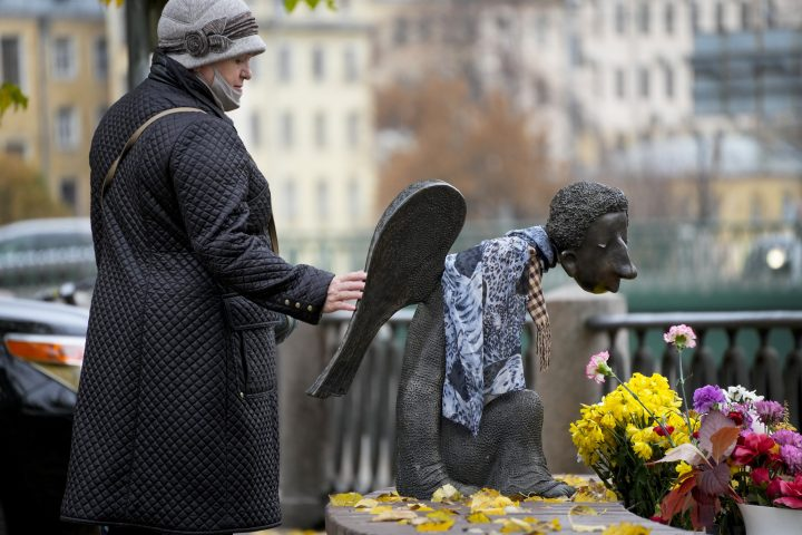 Russia surpasses 1,000 COVID-19 daily deaths for the first time